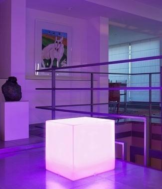 Cube lumineux couleur changeante Carry L 40 x l 40 x h 40
