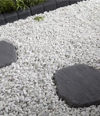 pose de pas japonais sur gravier dallage en schiste crer une alle de jardin les ides suivre le. Black Bedroom Furniture Sets. Home Design Ideas